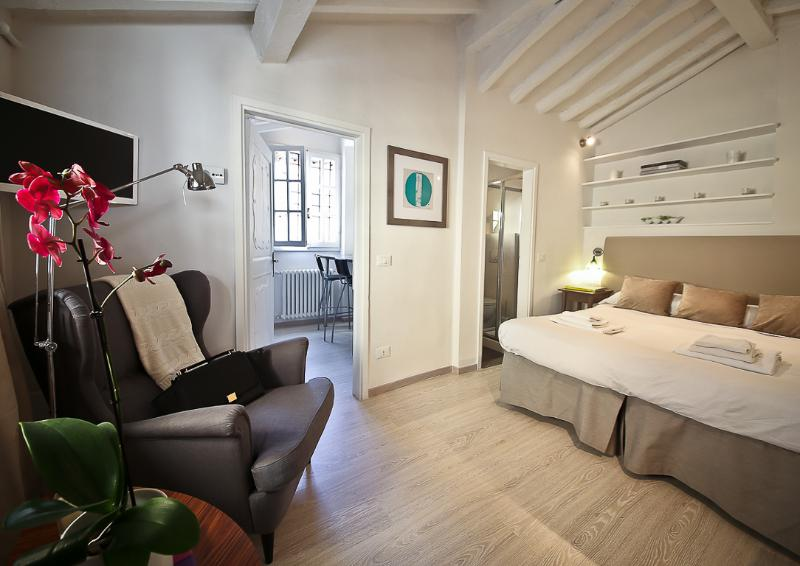 Contemporary 1 Bedroom Apartment in Florence - Image 1 - Florence - rentals
