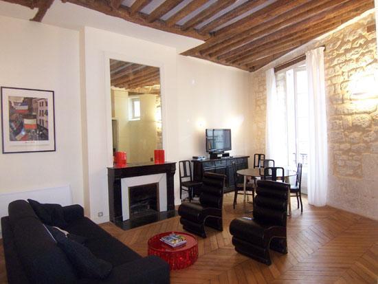 Sitting area and decorative fireplace - Ideal 2 BR, 2 BA Condo in Paris - Paris - rentals