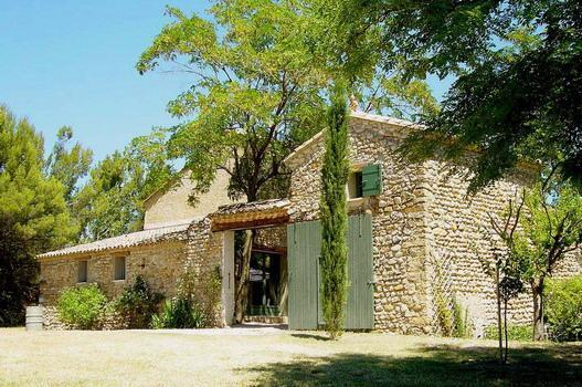 Entry of the property - Provence Villa with a Private Pool, Fireplace, and Balcony - Vaucluse - rentals