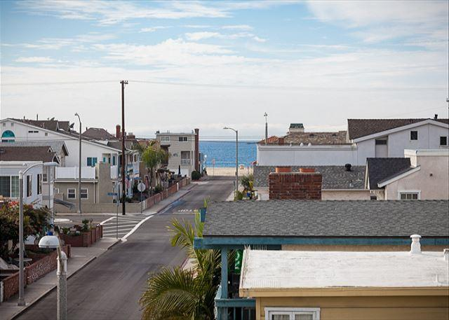 Rooftop Deck View - Contemporary Home, Walking Distance to Beach! Rooftop Deck! (68220) - Newport Beach - rentals