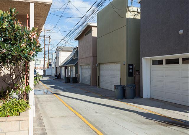 Contemporary 3 Bedroom Lower Condo! Walking Distance to Beach! (68219) - Image 1 - Newport Beach - rentals
