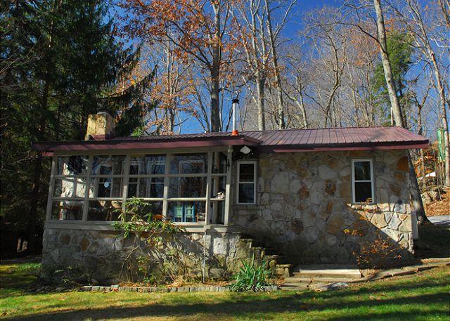 Exterior - Skippin' Stones - McHenry - rentals