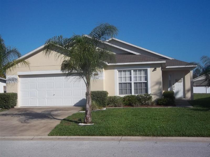 Front of Villa - Micky's Retreat, south facing pool and Spa. - Clermont - rentals