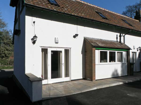 NO. 1 LOW HALL COTTAGES, pet friendly, with a garden in Scalby, Ref 6959 - Image 1 - Scalby - rentals