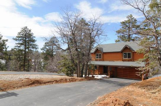 Huge Driveway! - New Secluded Luxury Cabin! Spa and Pool Table! - Big Bear Lake - rentals
