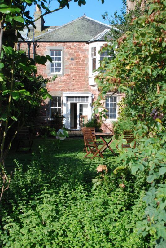 Rear elevation of main house and garden - Garden Flat in Scottish Seaside Town - Dunbar - rentals