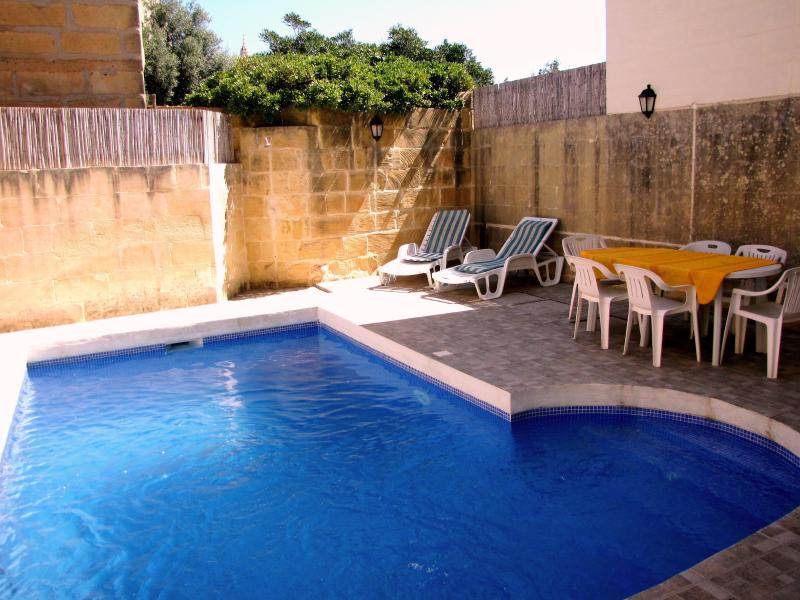 Pool area - 6 Bedroom Villa with Pool takes from 2-15 persons - Xaghra - rentals