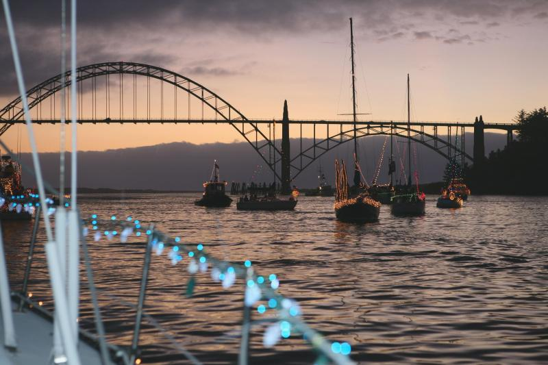 Lighted Boat Parade, December - Sail Inn, Bayfront, Fishing Boats and Harbor Views - Newport - rentals