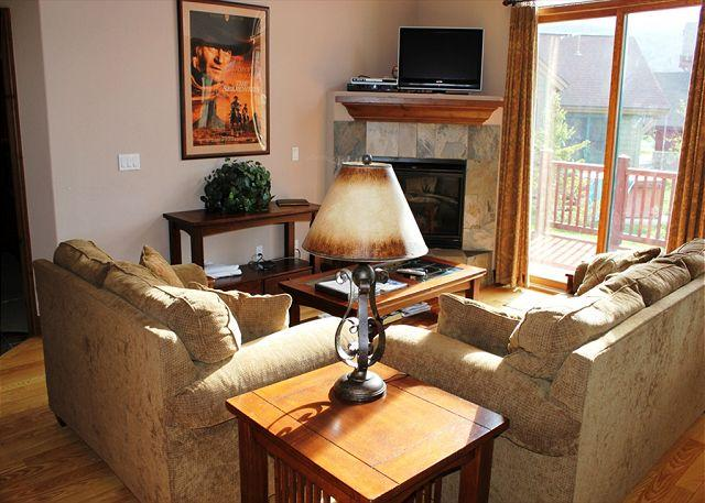 HG41L Charming Townhome w/ Wifi, Fireplace, Garage, Private Hot Tub - Image 1 - Breckenridge - rentals