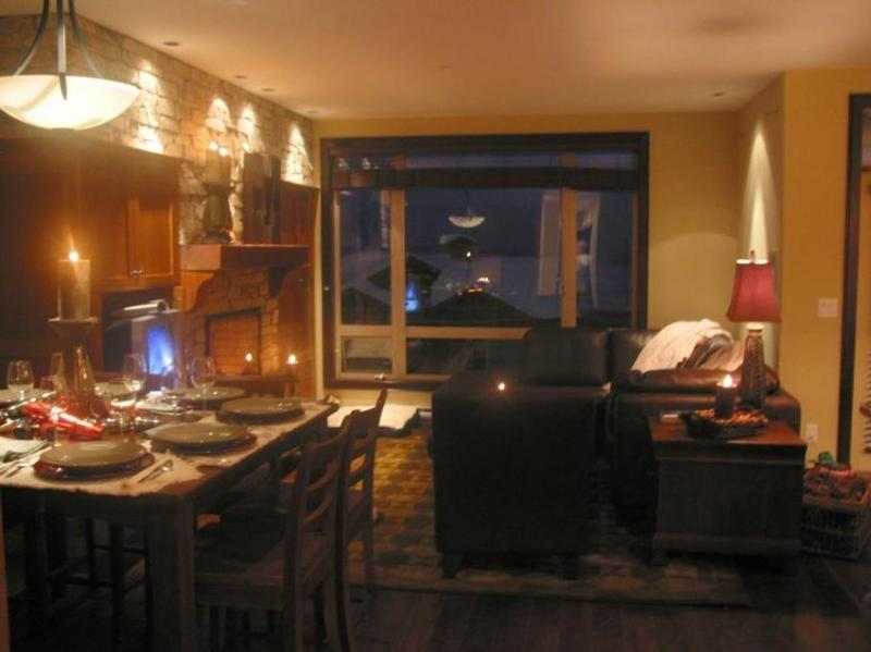 Superb layout with luxury finishings throughout and great ski-in ski-out access. View more pictures in the Photo Gallery - Powder Views - Ski in/Ski out - British Columbia - rentals