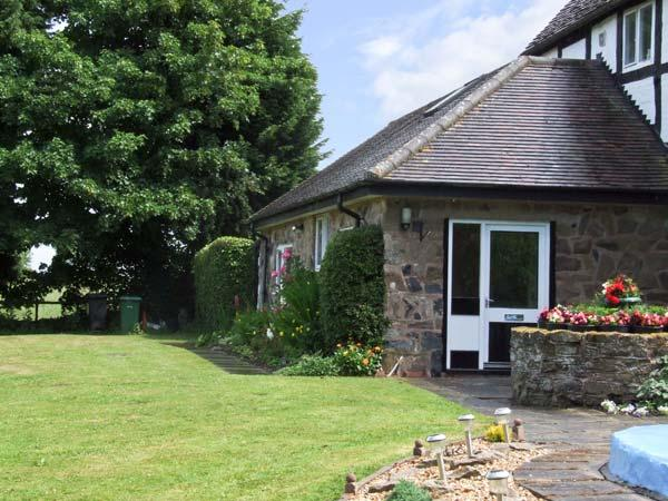 THE OLD FARMHOUSE COTTAGE, romantic, country holiday cottage, with pool in Button Bridge, Ref 8486 - Image 1 - Bewdley - rentals