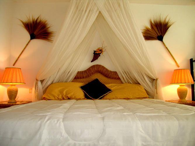 Our apartments have romantic king size beds - Luxury from $495 wk, pool, beach, wifi, Star Wars - Orient Bay - rentals