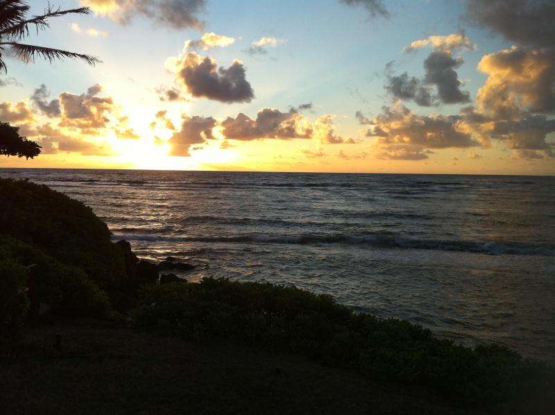 Sunrise from your Bedroom window. You won't miss sleeping. - Beachfront, charming 2+1 Crystal blue water - Laie - rentals