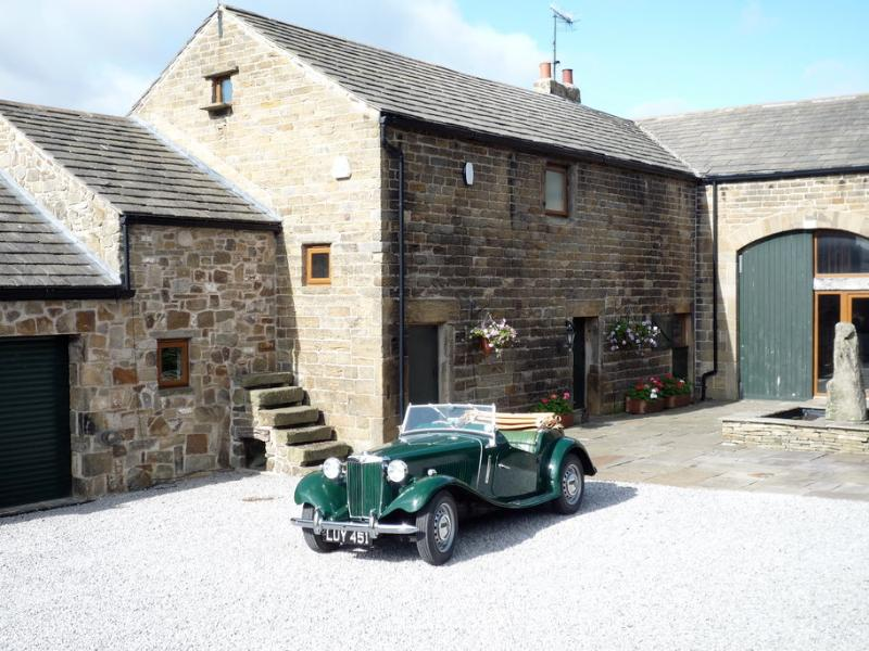 Front of Cottage - Sheffield,Peak District,Midhopestones,Barn sleeps6 - Sheffield - rentals