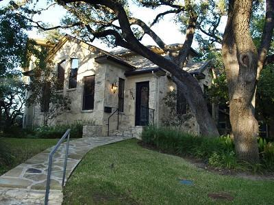 Exterior Front View of the Home - Amazing Modern Home Walk to SOCO 1 mile from DT - Austin - rentals