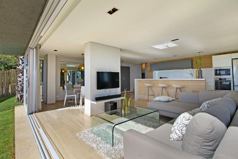 view into living area - The View Villa Camps Bay Cape town - Camps Bay - rentals