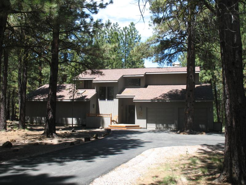 Front view of GM 84 - Week of Aug. 29-Sept 5  for $300 off rental price - Black Butte Ranch - rentals