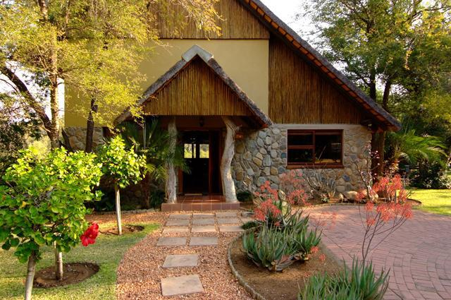 Entrance to Shingwedzi - Indlovu River Lodge, Shingwedzi Chalet - Hoedspruit - rentals