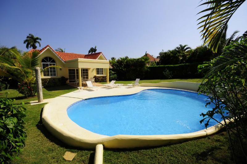 Come enjoy this 3 bedroom villa with your family, the backyard is private and big in a comfortable style.(43) - Image 1 - Sosua - rentals