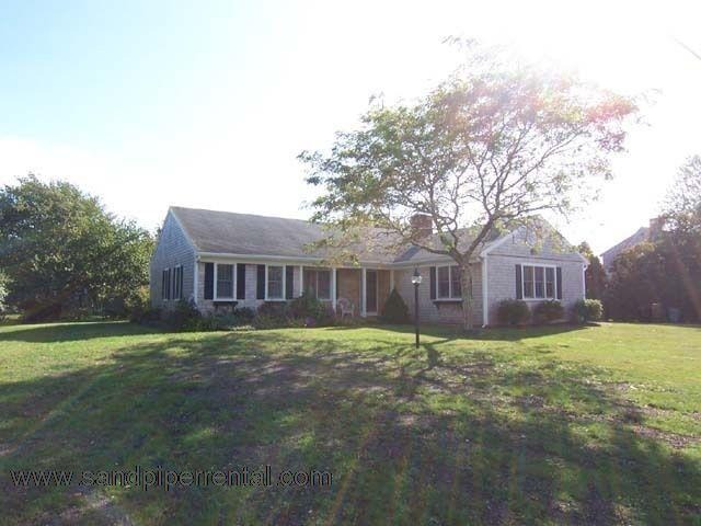 #7126 Tastefully furnished with two gathering areas - Image 1 - Edgartown - rentals