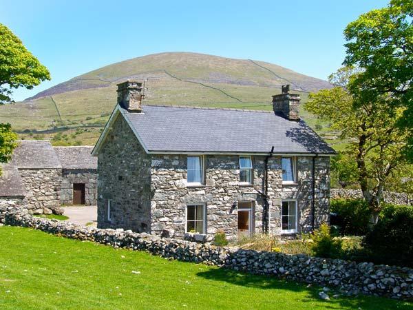CAERFFYNNON, character holiday cottage, with a garden in Dyffryn Ardudwy, Ref 8566 - Image 1 - Dyffryn Ardudwy - rentals