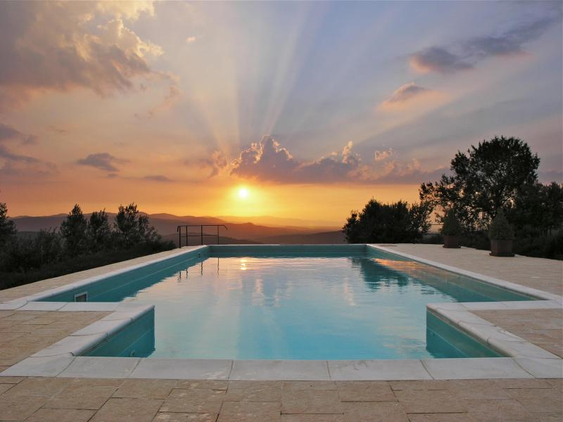 For our reviews please see tripadivisor. Casa del Tramonto - Romantic Hillside Apartment with Phenomenal Sunset Views - Civitella in Val di Chiana - rentals