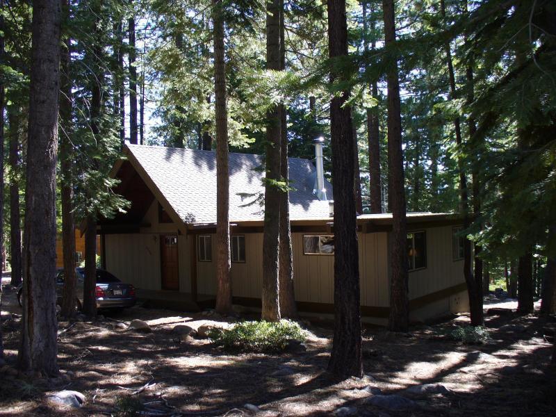Carnelian Bay Charm - Front View - Carnelian Bay Charm - 3 bedroom Lake Tahoe Cabin - Carnelian Bay - rentals