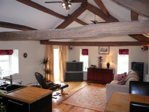 BARN END, Crosby on Eden, Nr Carlisle - Image 1 - Carlisle - rentals