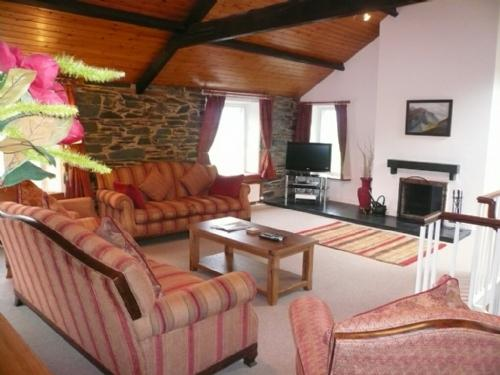 COOMBE COTTAGE, Borrowdale Valley, Nr Keswick - Image 1 - Borrowdale - rentals