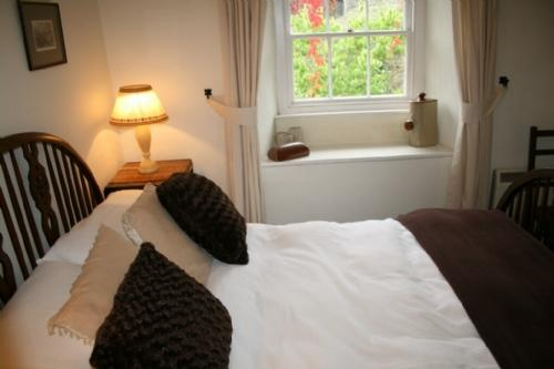 MILL COTTAGE, Garnett Bridge, Nr Windermere - Image 1 - Bowness & Windermere - rentals