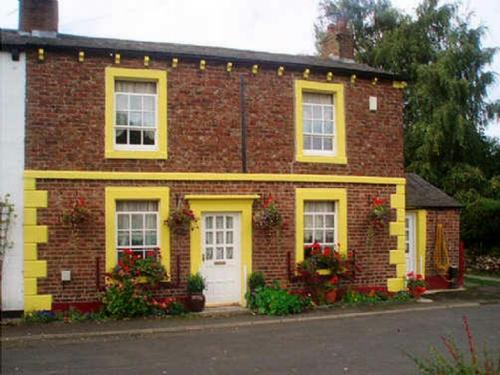 ROSE COTTAGE, Crosby on Eden, Nr Carlisle - Image 1 - Carlisle - rentals
