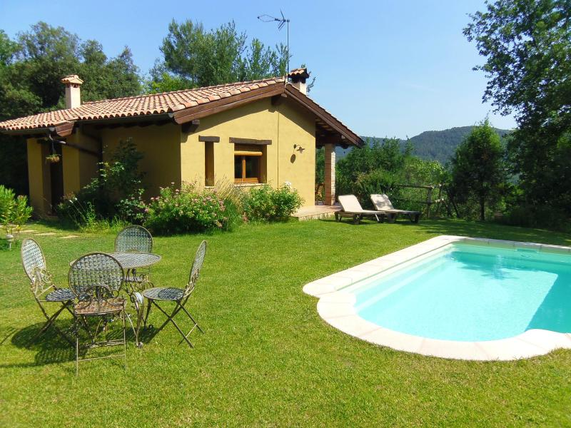 Idyllic hill-top cottage with private pool inland Costa Brava Spain - Idyllic cottage with views and pool near Girona - Girona - rentals