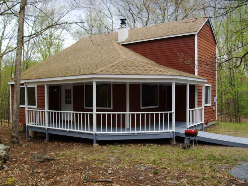 3 bedroom single house #455, Poconos PA, sleeps 10 - Image 1 - Lackawaxen - rentals