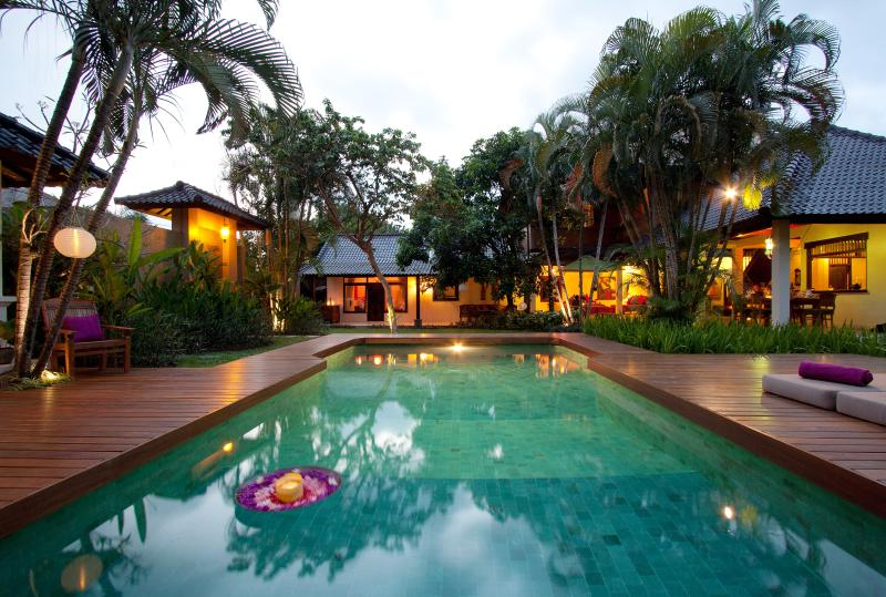 Feel at Home at Villa Jumah - TRADITIONAL 4 BEDROOM VILLA JUMAH central Seminyak - Seminyak - rentals