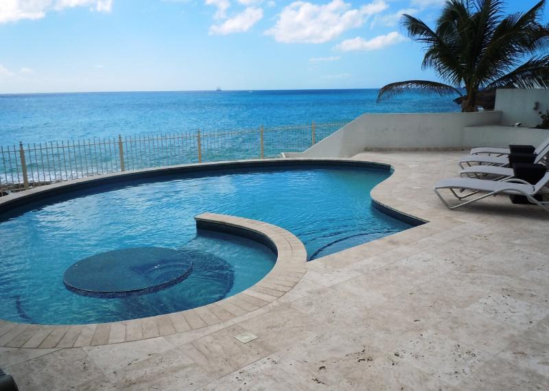 Villa Bahari, Shore Pointe, Cupecoy, St Maarten - BAHARI... breathtaking sunsets from this fabulous beachfront villa at Shore Point on Cupecoy beach - Cupecoy - rentals