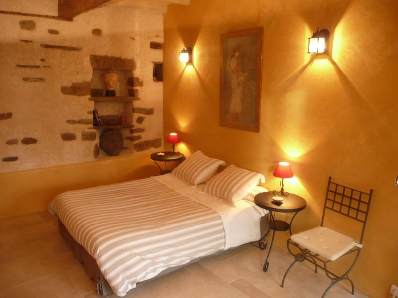 chambre romaine, roman bedroom - 4 bedrooms B&B cottage near Mont Saint Michel - Mont-St-Michel - rentals