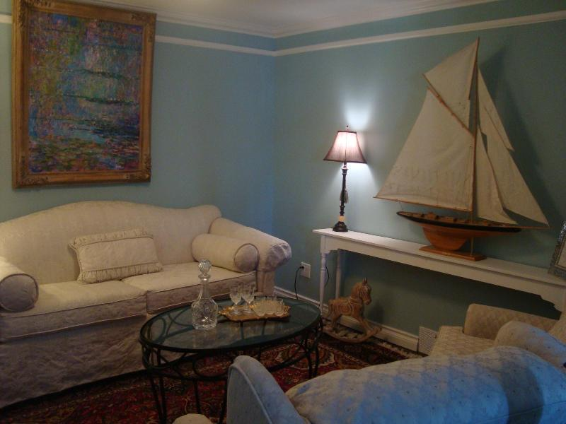 Living Room - Grape Seed Cottage, in Niagara- on- the- Lake - Niagara-on-the-Lake - rentals