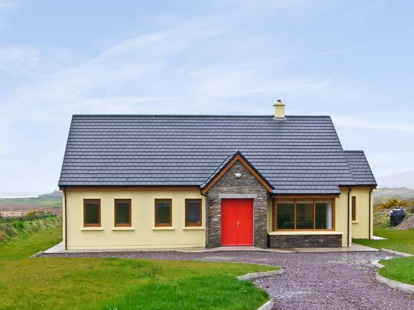 SHEEHAN COTTAGE , country holiday cottage, with a garden in Waterville, County Kerry, Ref 4653 - Image 1 - Waterville - rentals