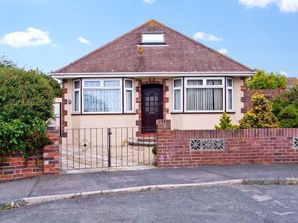 SUNNY GARDENS, pet friendly, with a garden in Weymouth, Ref 7688 - Image 1 - Weymouth - rentals
