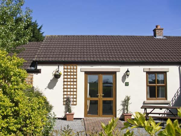 HAWTHORN COTTAGE, pet friendly, country holiday cottage, with a garden in Caldwell, Ref 6756 - Image 1 - Barnard Castle - rentals