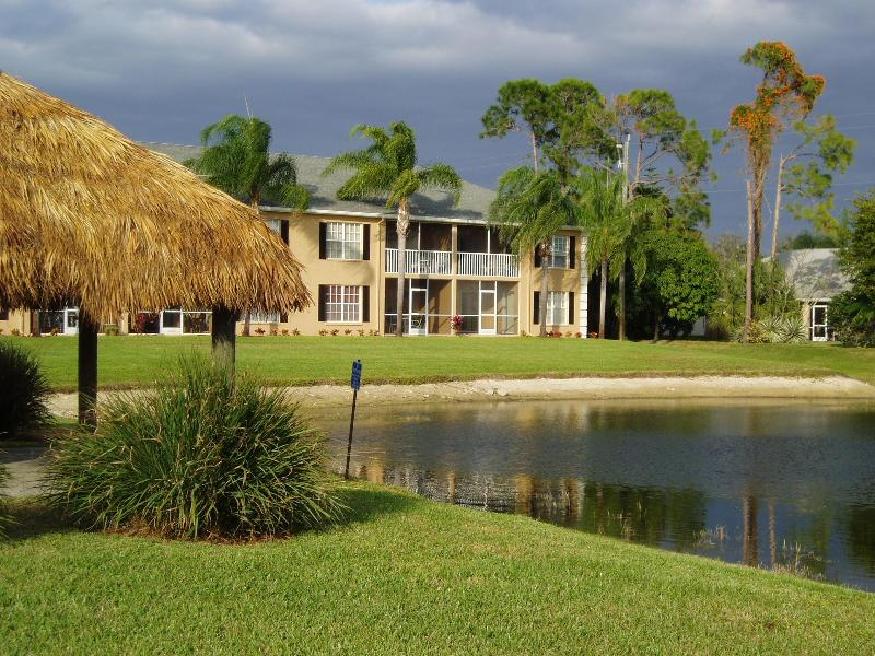 CONDO/LANAI LAKEVIEW - Palm Tree Paradise - Naples - rentals