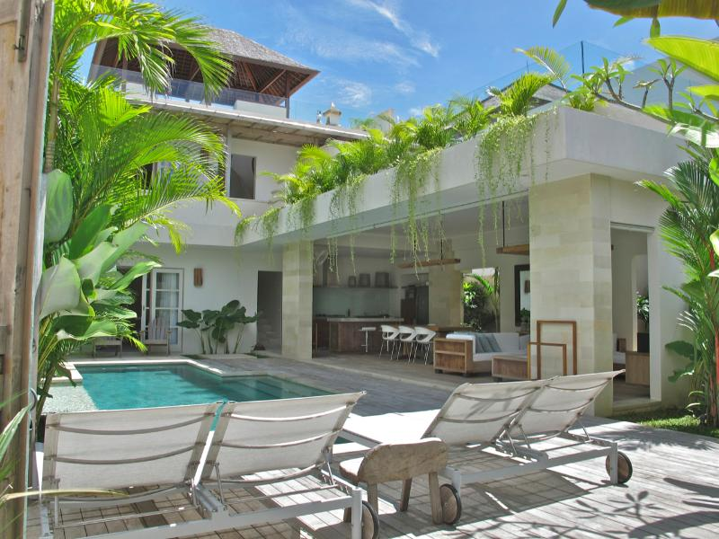 Villa 2 - Pantai Indah Villas - 2 bedroom villa by the Beach - Canggu - rentals
