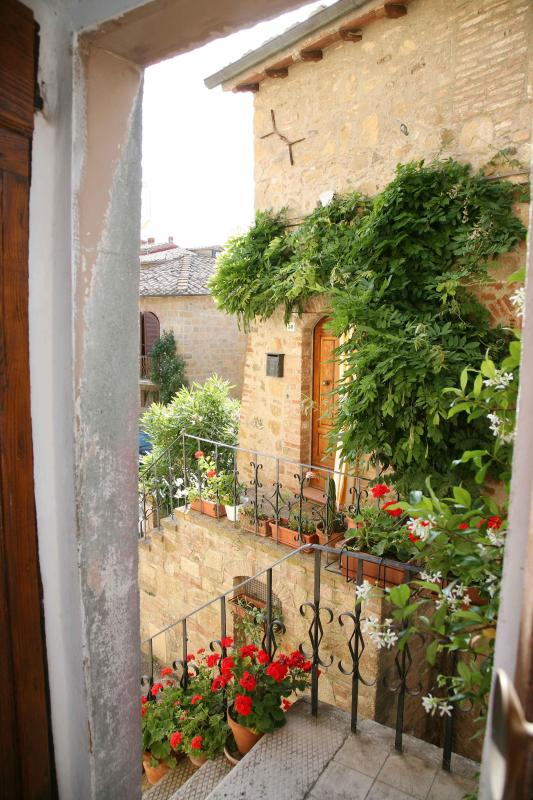 entrance - 2 Bedroom Vacation Apartment with Antique Charm - Pienza - rentals