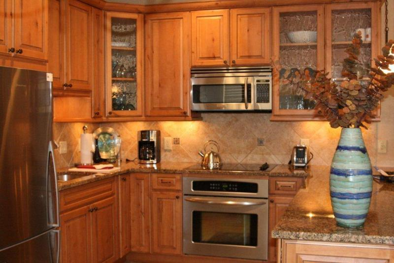 Fully equipped kitchen - Sun Vail 11B - Mountain View 3 Bedroom, 2 Bath - Vail - rentals