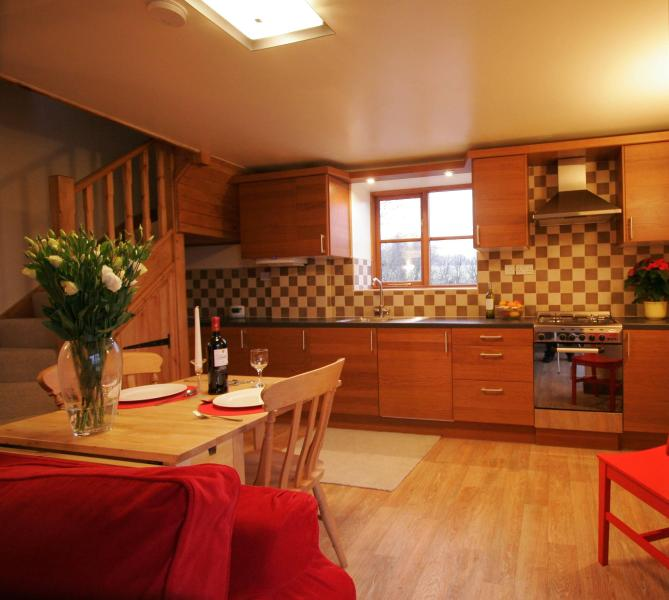 Well equiped Kitchen/ Diner seating for up to six people - Stable Cottage - Stoke-on-Trent - rentals