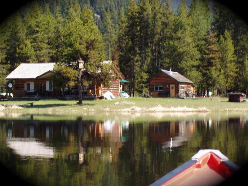 Antique cabin and bunk house from lake - montana family reunion retreat,3 cabins,lake,river - Troy - rentals