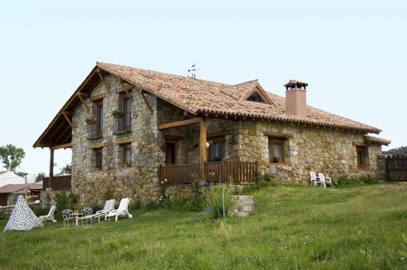 Fachada de La Casa del Altozano en Gredos - La Casa Del Altozano - Navarredonda de Gredos - rentals