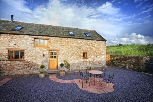 SWALLOWS BARN, Torpenhow, Caldbeck Fells, Nr Keswick - Image 1 - Keswick - rentals