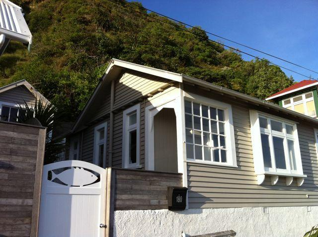 Cottage Frontage - Island Bay Cottage, seafront accommodation. - Wellington - rentals