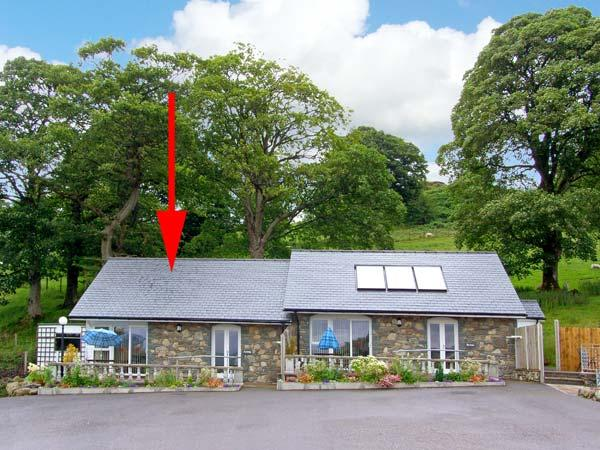 ARENIG, pet friendly, character holiday cottage, with a garden in Bala, Ref 9245 - Image 1 - Bala - rentals